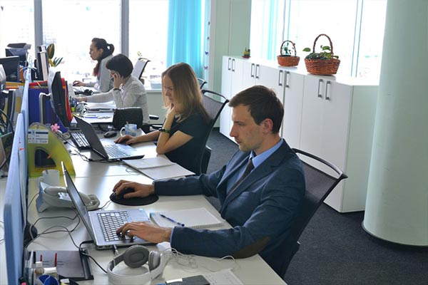 Employees collaborating in the Nielsen office in Belarus