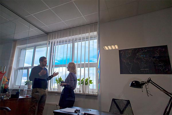 Two Nielsen employees having a meeting in the office in Ukraine